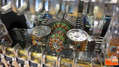 болид Формулы-1 построенный из 250-ти жестких дисков