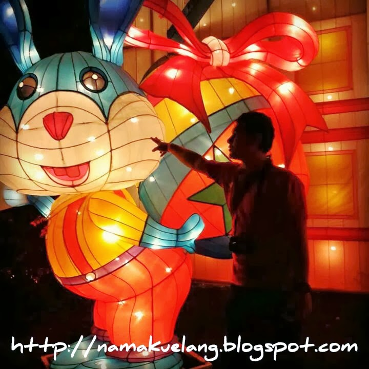 bns batu night square lampion garden