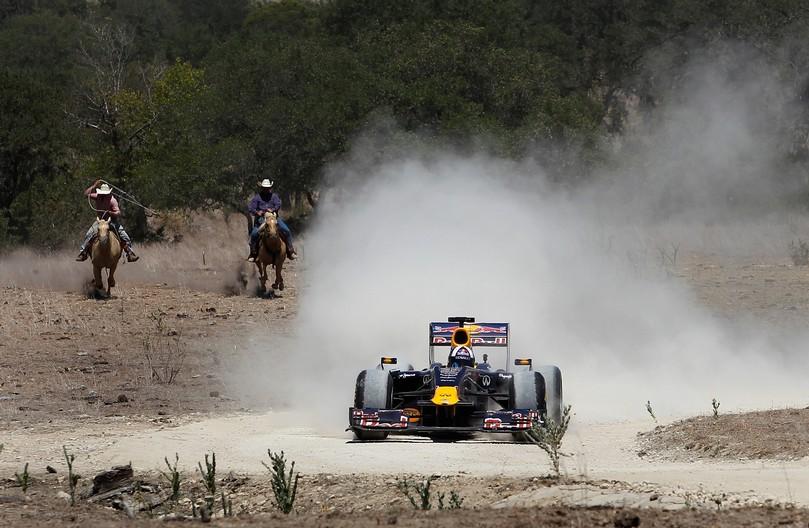 Дэвид Култхард на показательных заездах Red Bull в Техасе 19 августа 2011