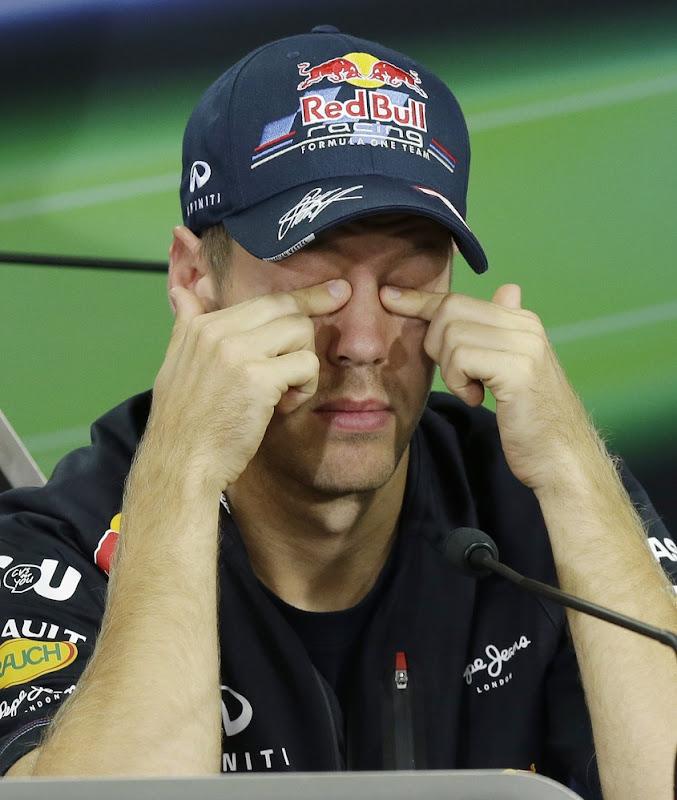 Себастьян Феттель с закрытыми глазами на пресс-конференци Гран-при Кореи 2012