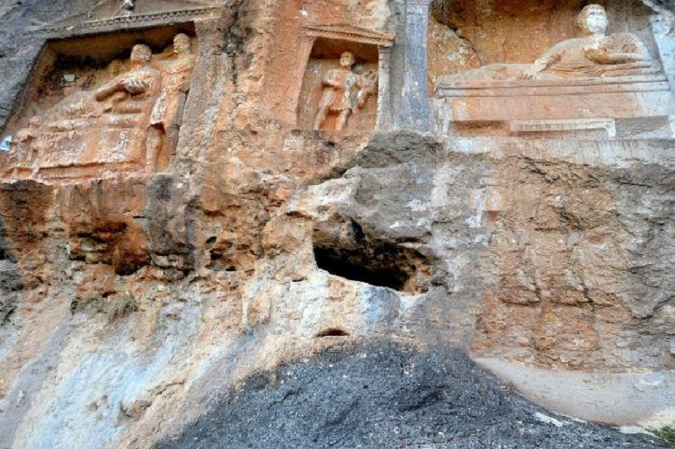 Near East: Reliefs in Mersin fall victims to treasure hunters