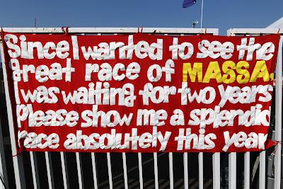 послание болельщиков Фелипе Массы на трибунах Сузуки на Гран-при Японии 2011