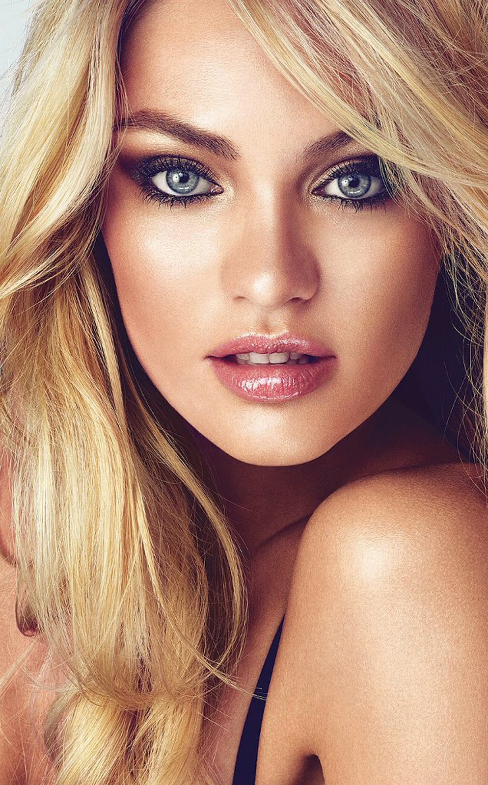 PLUS - CANDICE SWANEPOEL CLOSE UP VICTORIA'S SECRET.jpg
