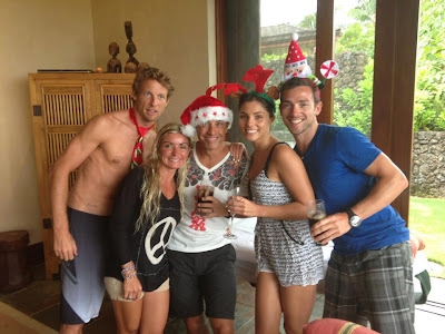 Дженсон Баттон с друзьями празднует Рождество на Гавайях