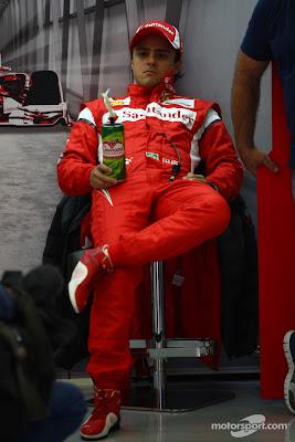 Фелипе Масса сидит в гараже на Гран-при Бельгии 2011