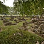 ruiny innej świątyni w parku tematycznym Prambanan