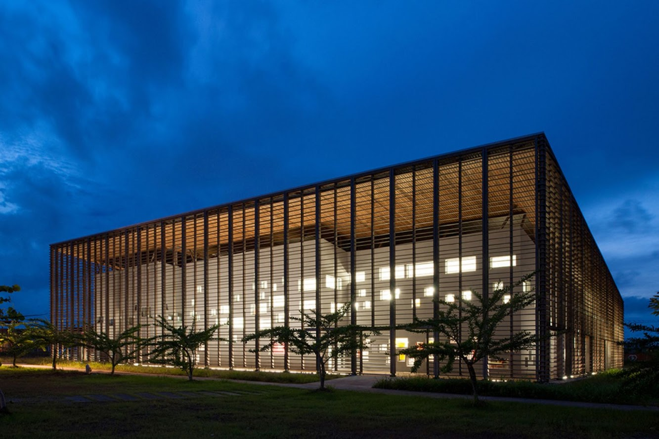 Caienna, Guiana Francese: University Library by Rh+ Architecture