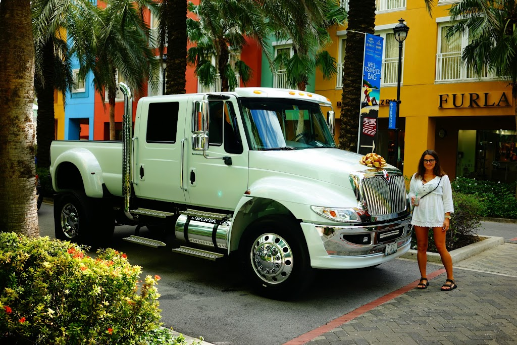 White wedding truck from Miami in Curacao