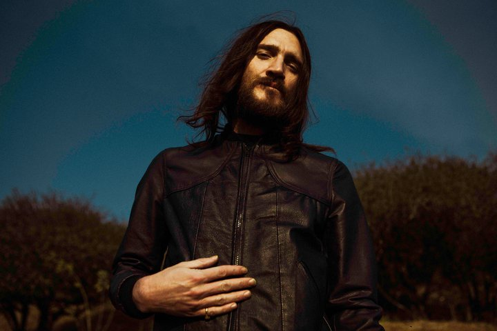 "Descarga nueva canción de John Frusciante ""Walls and Doors"""