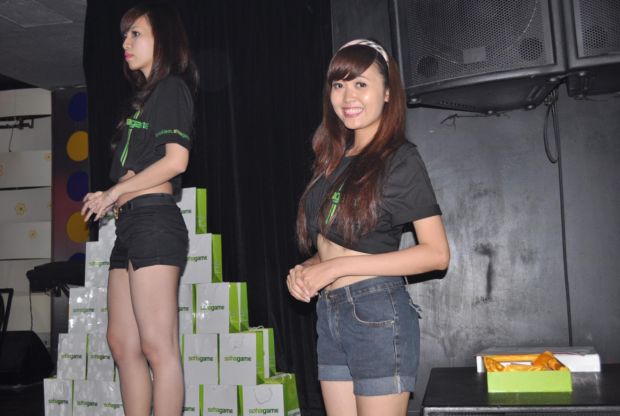Những cô nàng xinh đẹp tại offline Độc Cô Cửu Kiếm