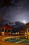 Resort 77 Sunset Plaza zaraz po przyjeździe w środku nocy.