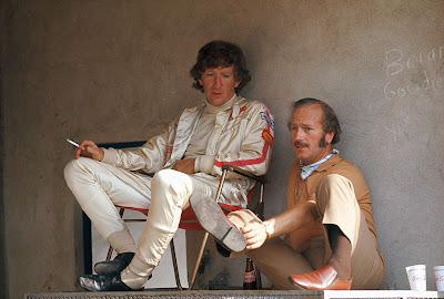 Йохен Риндт с сигаретой и Колин Чепмен на Гран-при Италии 1970