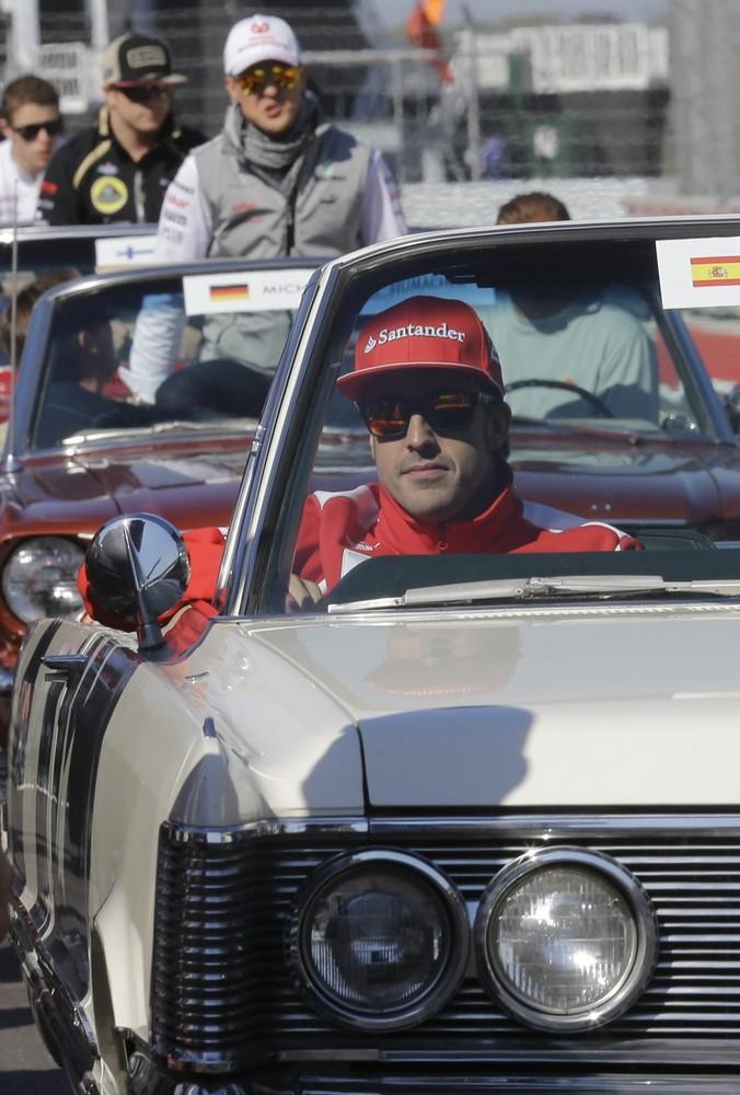 Фернандо Алонсо впереди Михаэля Шумахера и Кими Райкконена на параде пилотов Гран-при США 2012