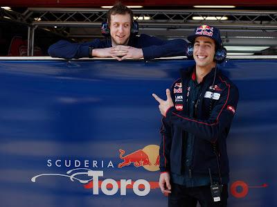 Даниэль Риккардо и Джо Инглес на предсезонных тестах 2012 в Барселоне 24 февраля 2012