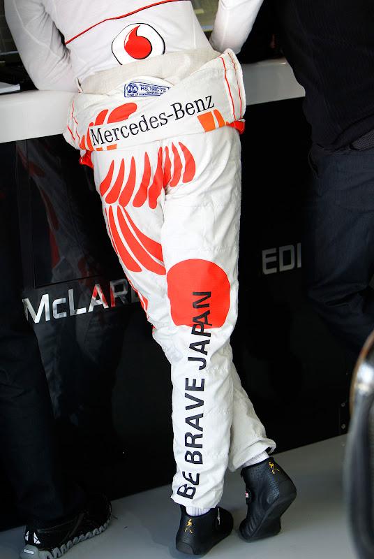 Дженсон Баттон в комбинезоне Hugo Boss на Гран-при Японии 2011 - вид сзади