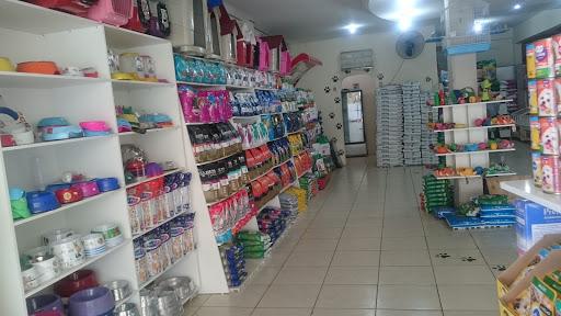 Reino Animal Pet Shop, Banho e Tosa, Av. Cula Mangabeira, 60 - Centro, Montes Claros - MG, 39400-611, Brasil, Loja_de_animais, estado Minas Gerais