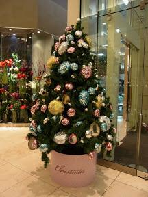 新宿タカシマヤ館内のクリスマスツリー2012と地震で止まったエレベーター