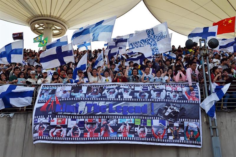 Кими Райкконен The Legend - баннер с победами от болельщиков Шанхая на Гран-при Китая 2013