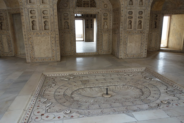 One of the marble palace buildings in the Agra Fort.