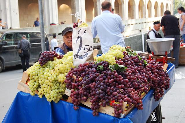 Турция: Торговец виноградом. Стамбул.