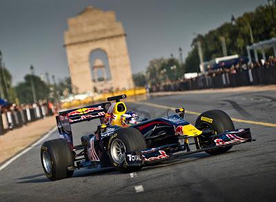 Даниэль Риккардо и Red Bull на показательных заездах в Дели 1 октября 2011
