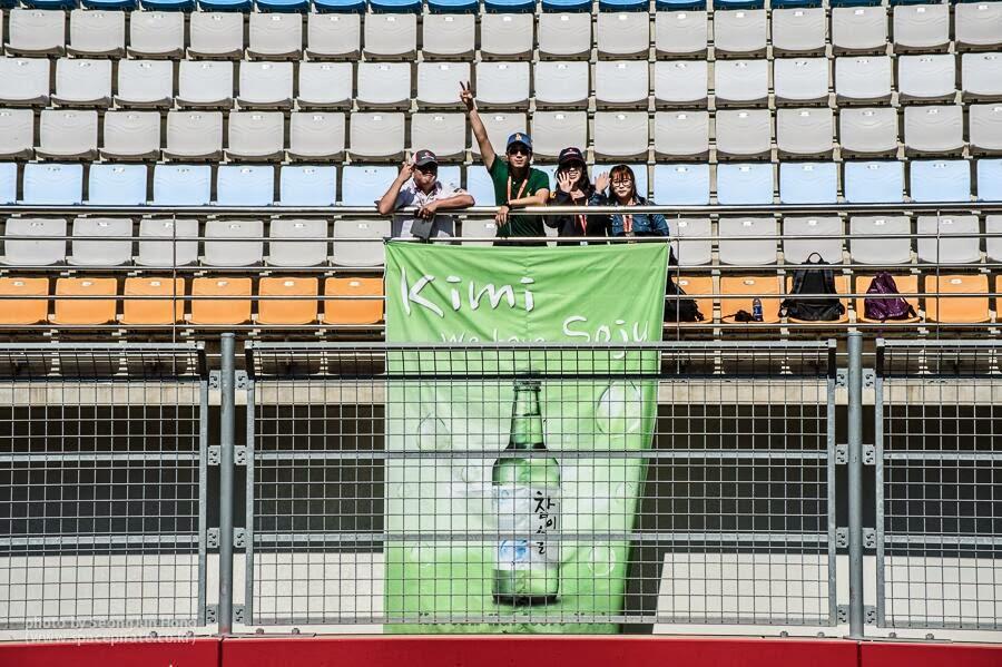 Kimi We have Soju - баннер болельщиков Кими Райкконена на трибуне Гран-при Кореи 2013