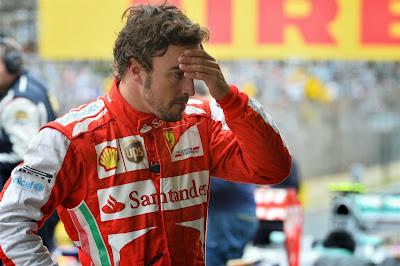 Фернандо Алонсо фэйспалмит на Гран-при Бразилии 2013