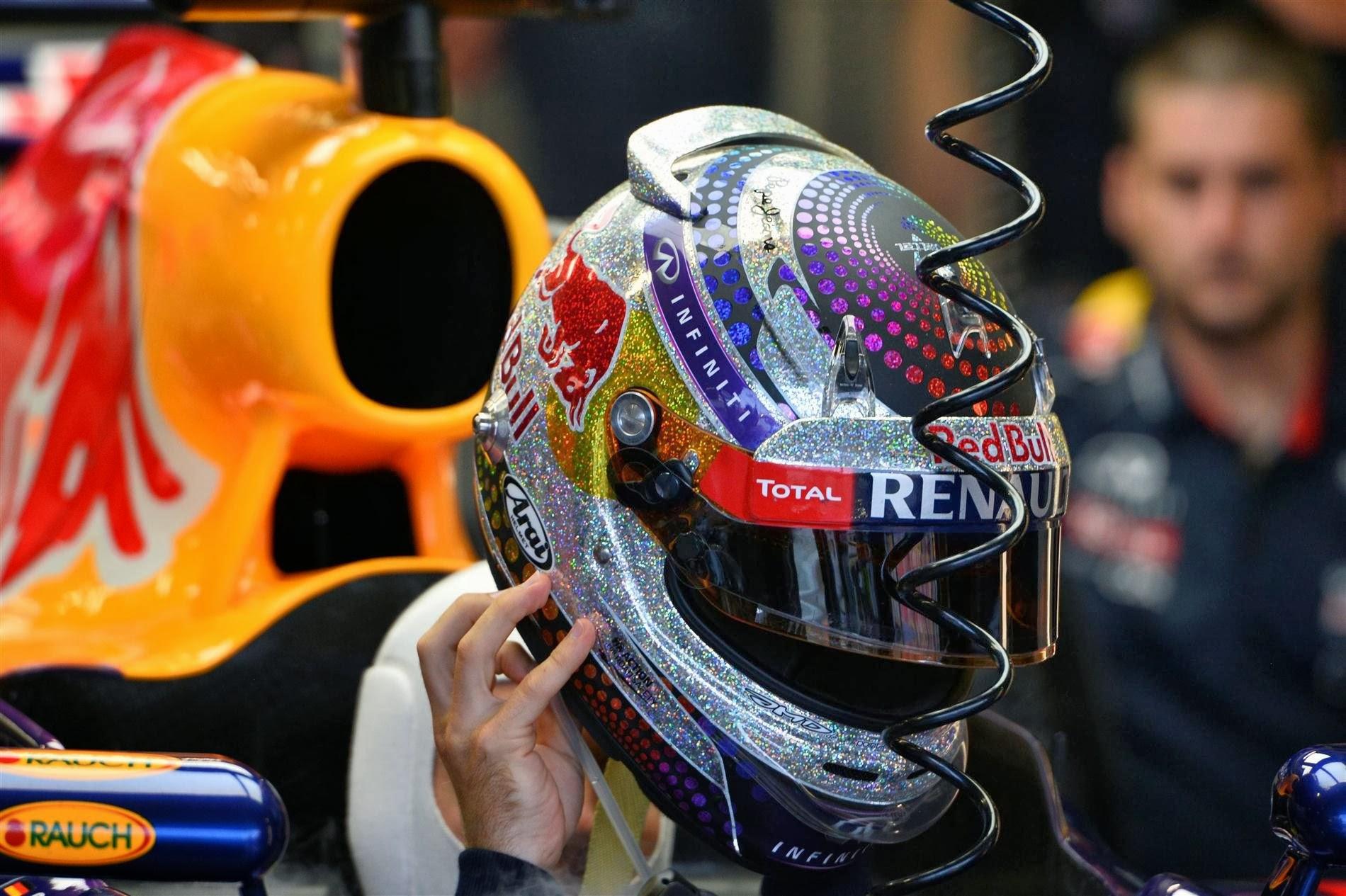 шлем Себастьяна Феттеля для Гран-при Сингапура 2013