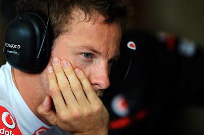 фэйспалм Дженсона Баттона в наушниках на Гран-при Венгрии 2011