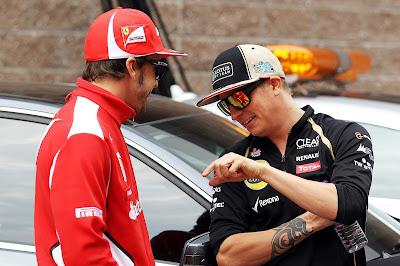 Фернандо Алонсо и Кими Райкконен веселятся на параде пилотов Гран-при Кореи 2012