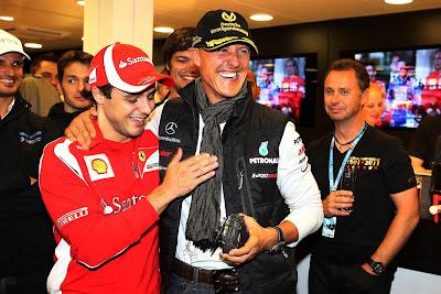 Фелипе Масса и Михаэль Шумахер на вечеринке в честь юбилея дебюта Михаэля в Формуле-1 на Гран-при Бельгии 2011