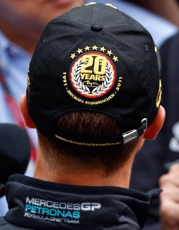 кепка Михаэля Шумахера на Гран-при Бельгии 2011 вид сзади