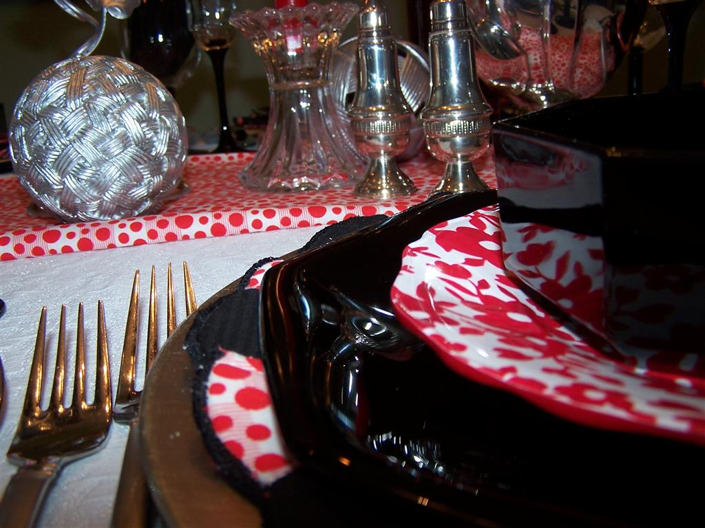 wedding table black and red