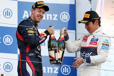 Себастьян Феттель и Камуи Кобаяши пьют шампанское на подиуме Гран-при Японии 2012