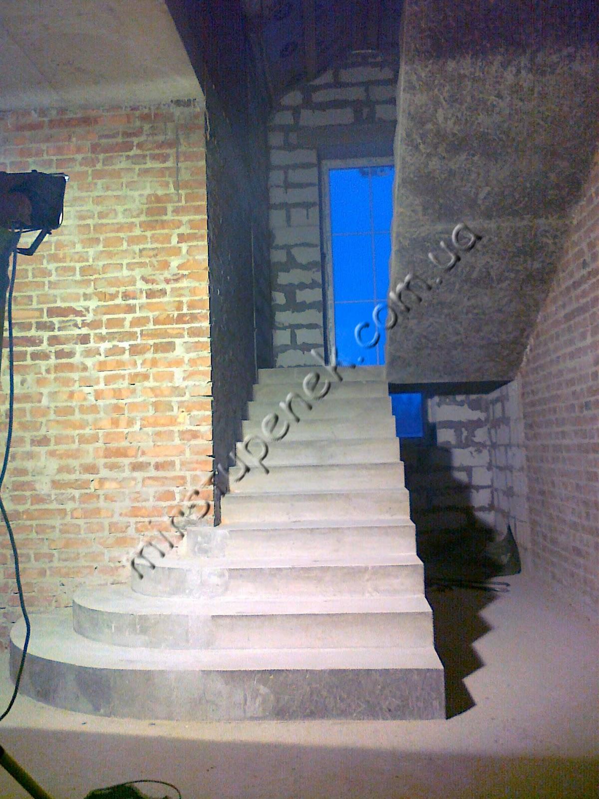 Привязанные к лестнице 22 фотография