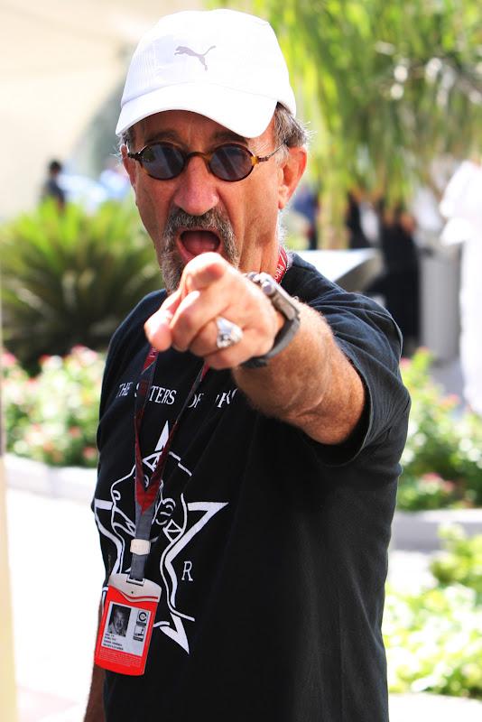 Эдди Джордан в футболке The Sister Of Mercy на Гран-при Абу-Даби 2011