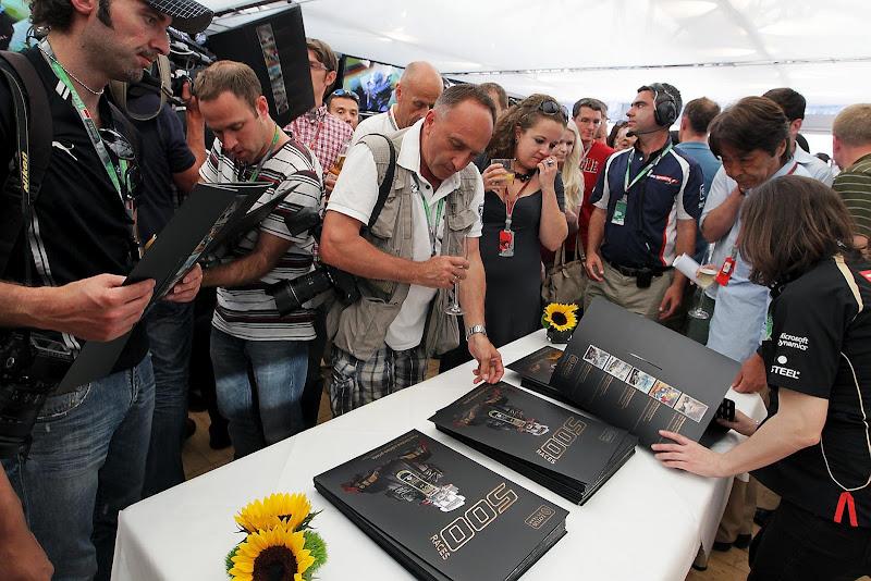 постеры в честь 500-ой гонки Lotus на Гран-при Монако 2012