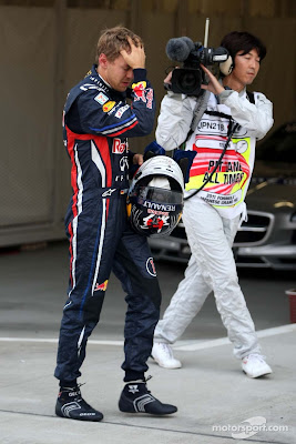Себастьян Феттель фэйспалмит после очередного поула на Гран-при Японии 2011