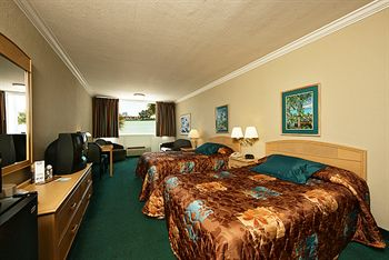 Rooms at Shepherds Beach Resort Image