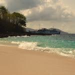 plaża usytuowana jest zaraz obok największego portu na Bali - Padang Bai