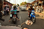 jak zawsze zatłoczona indonezyjska ulica