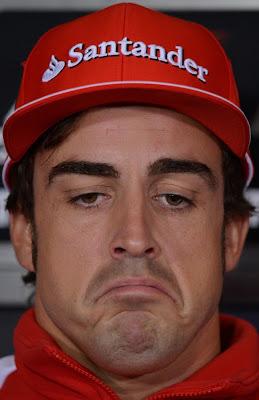 грустный Фернандо Алонсо на пресс-конференции в четверг на Гран-при Великобритании 2012