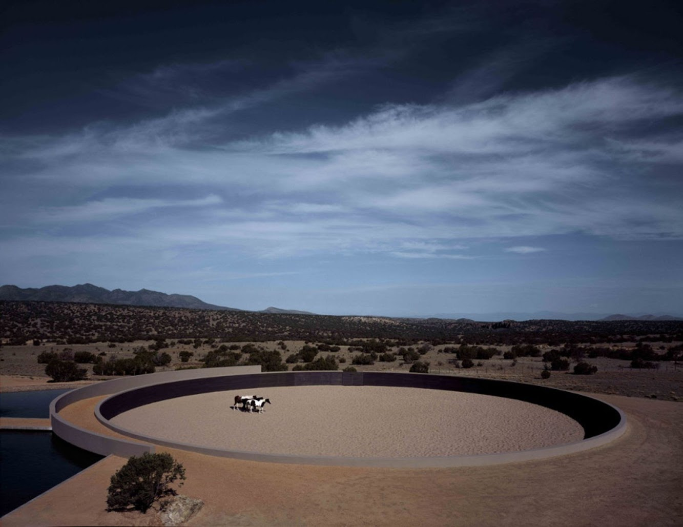 02-Tom-Ford's-Ranch-by-Tadao-Ando