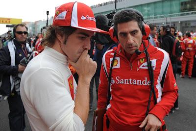 Фернандо Алонсо и Андреа Стелла на стартовой решетке Гран-при Кореи 2011