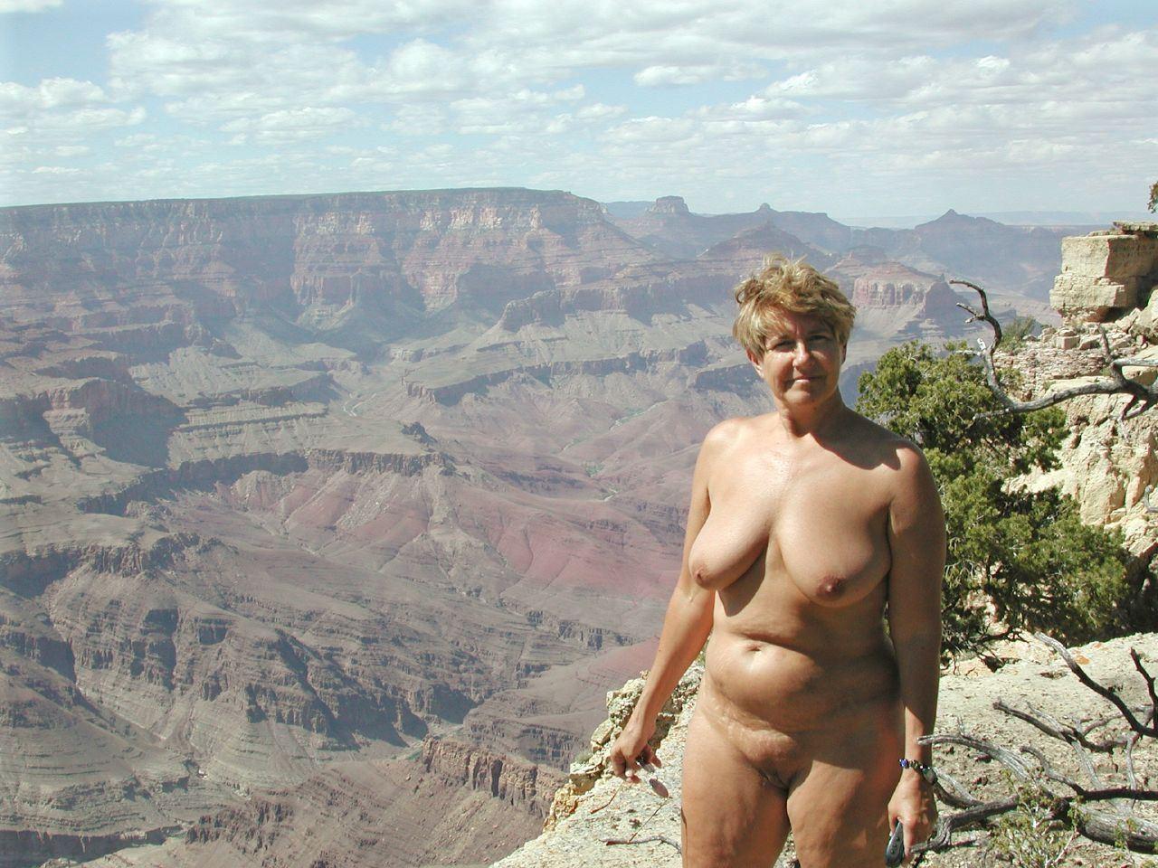 Фото голлых женщин в возрасте 20 фотография