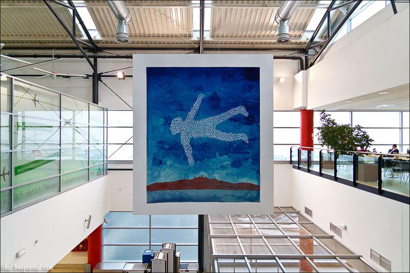 Прага, аэропорт, гобелен в честь Вацлава Гавела