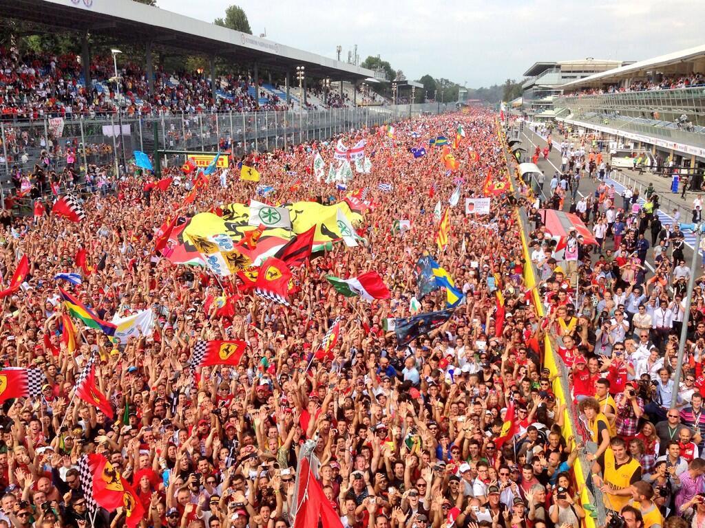 болельщики Монцы - фото с подиума Гран-при Италии 2013