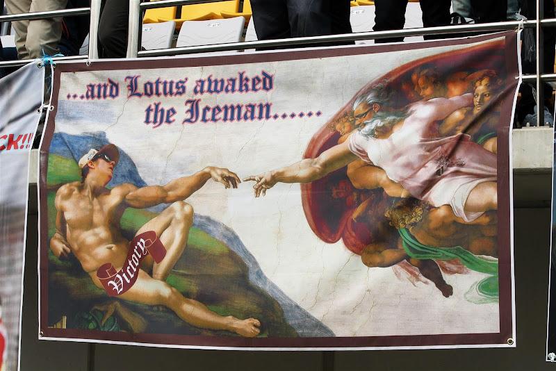 баннер болельщиков Кими Райкконена на Гран-при Кореи 2012