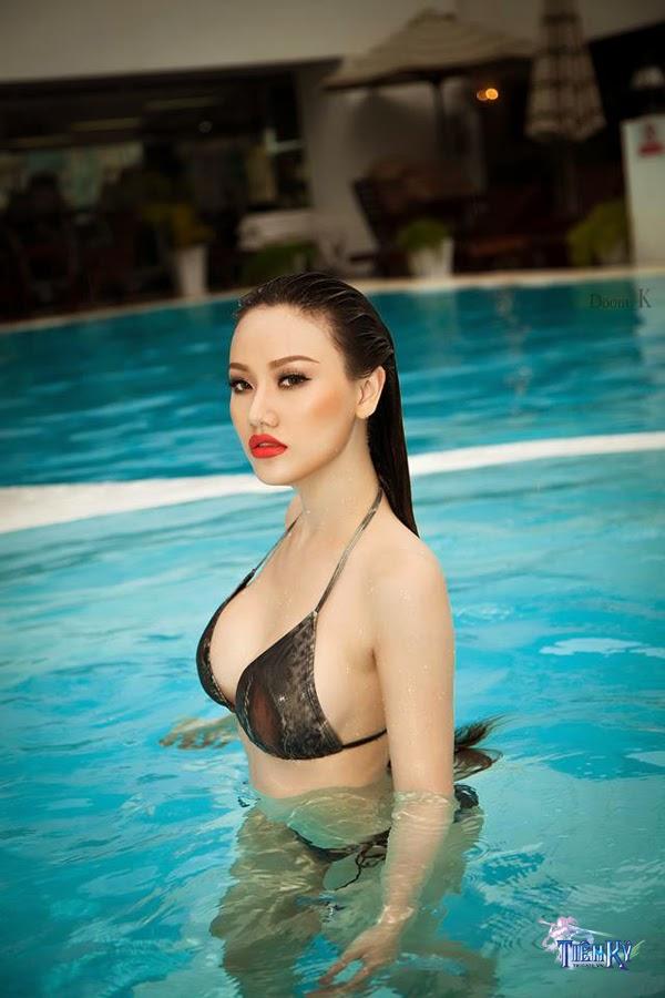 Jolie Dương khoe vòng 1 quyến rũ bên bể bơi - Ảnh 7