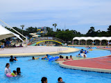 The lazy river pool at Uminonakamichi Seaside Park